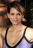 th_69427_Halle_Berry_The_Soloist_premiere_in_Los_Angeles_83_122_131lo.jpg