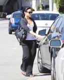 http://img175.imagevenue.com/loc520/th_46956_Demi_Lovato_stops_by_Romance_Nail_Spa_005_122_520lo.jpg