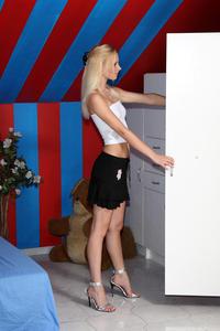 Uma - Striptease Speculum [Zip]-x5n48kwgmr.jpg