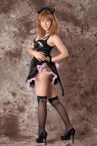 http://img175.imagevenue.com/loc554/th_232387195_Silver_Sandrinya_maid_3_011_122_554lo.jpg
