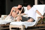 http://img175.imagevenue.com/loc579/th_706203368_Megan_Fox_on_vacation_in_Hawaii9_122_579lo.jpg