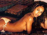 She has posed for Sports Illustrated's Swimsuit Issue as well as for Maxim Magazine. Shakara Ledard has been featured in music videos for Justin Timberlake, Usher, and Babyface. Shakara Ledard has also appeared in the movies After the Sunset and The Defender. Foto 1 (��� ��������� �� ��������� ������ Sports Illustrated, � ����� ��� ������� ������.  ���� 1)
